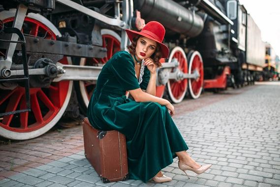kobieta przy pociągu